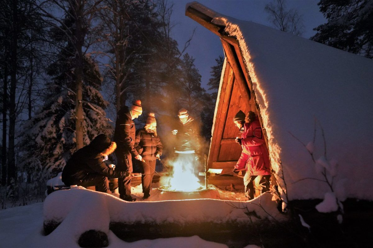 Northern lights around the open fire